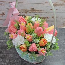 Корзинка тюльпанов